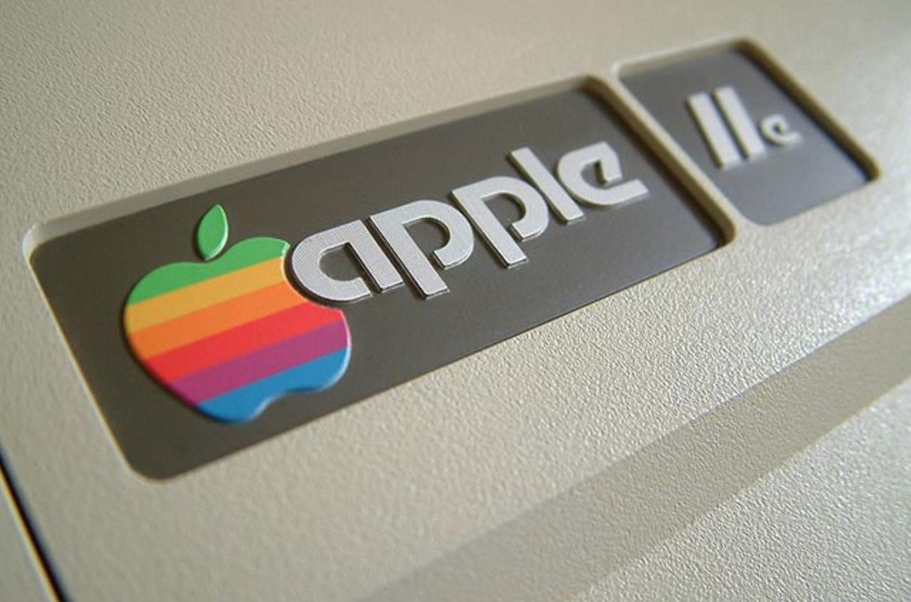eski elma logosu gökkuşağı
